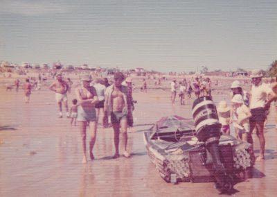©DavidRoss- DLBCR-1976-BeachedPowerBoat